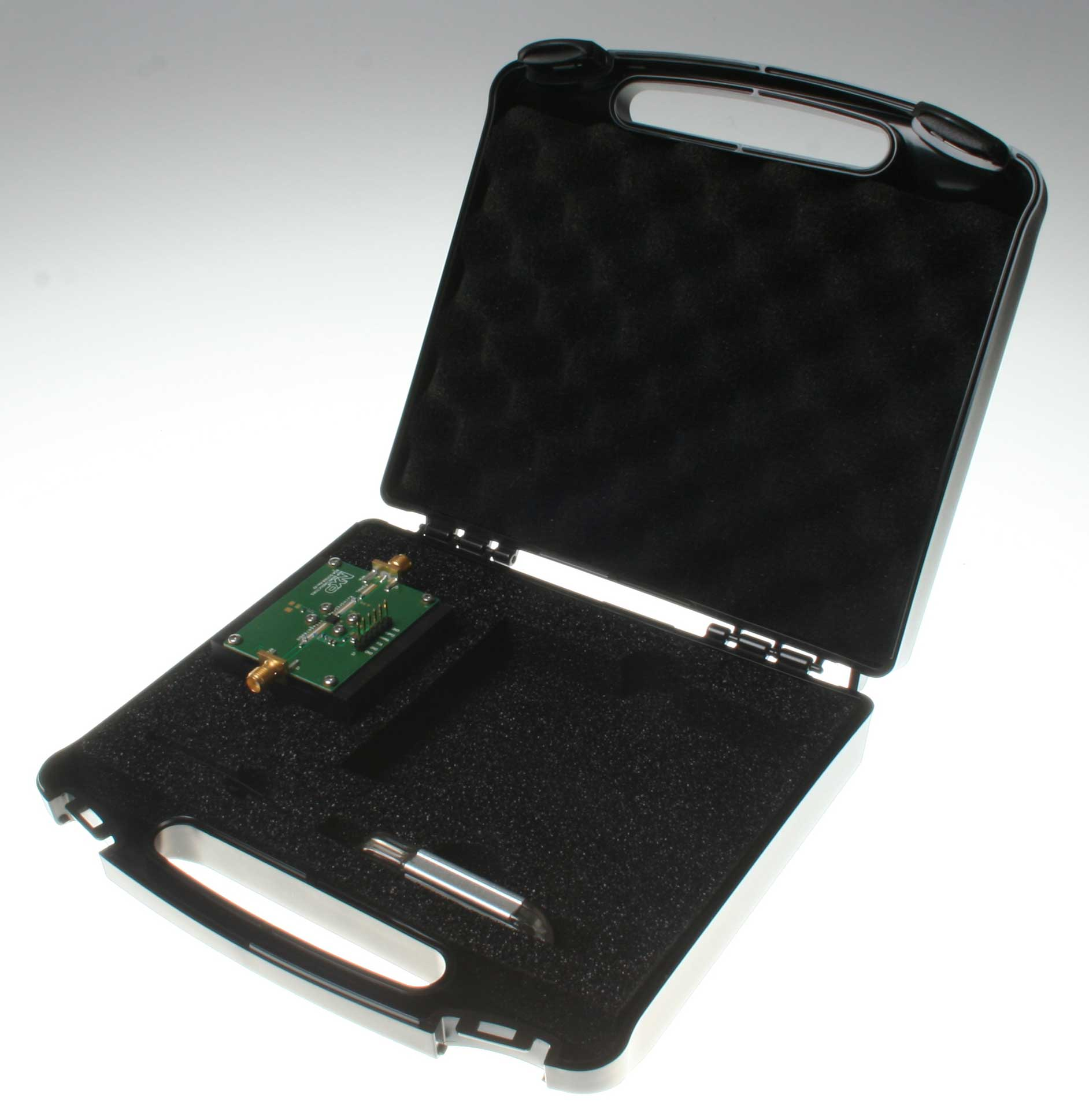 BGA7130 medium power amplifier evaluation kit